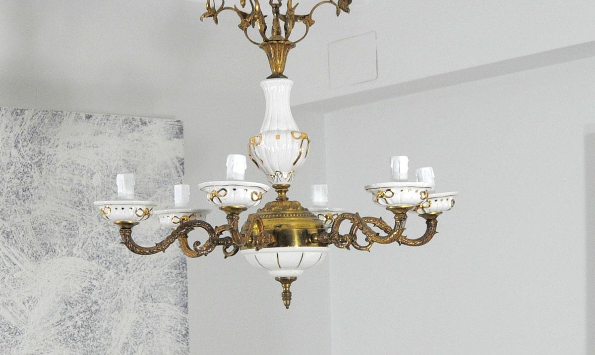 Lampara de bronce y ceramica blanca de 6 brazos for Lamparas de ceramica